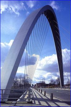 Арочный пилон моста в Манчестере