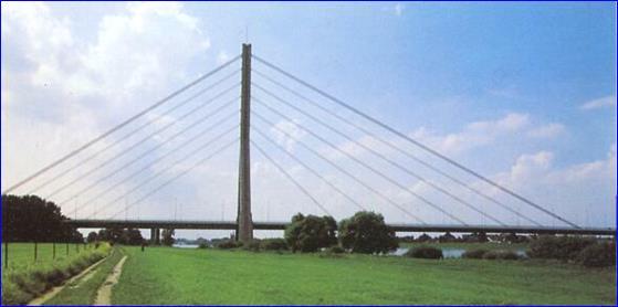 Вантовый мост в Дюссельдорфе (пролет 368 м)